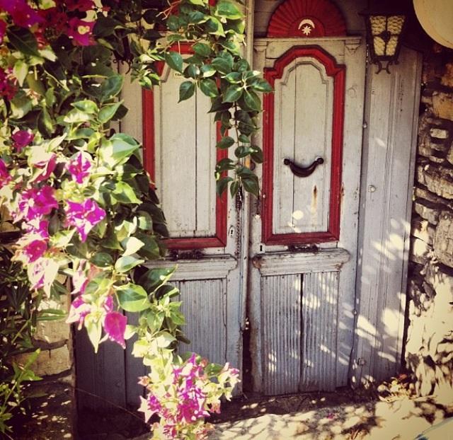 Bodrum Evleri ve O harika Ahşap Kapıları