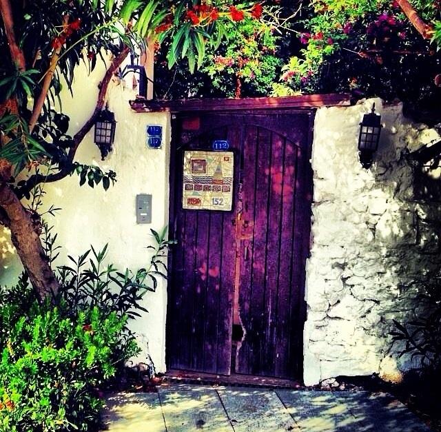 Bodrum Evleri Giriş Ahşap Kapıları